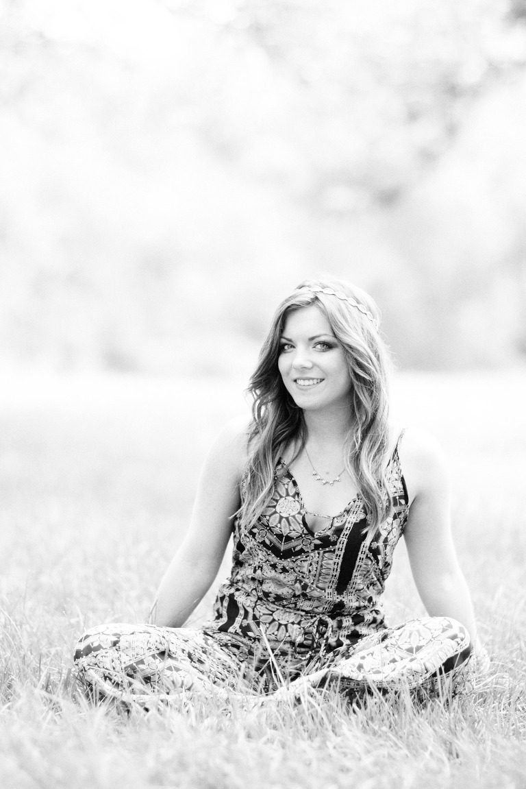 senior portraits in a field in maryland